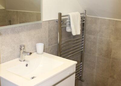 Lodge 1 Sink and towel rail